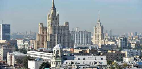 московский суд отпустил из сизо трех сестер, убивших отца
